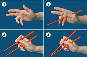 как правильно держать палочки для роллов и суши