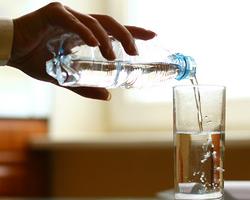 Питьевая вода из бутылки